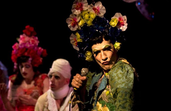 Il Giardino delle Ciliegie, una drag queen al Teatro della Tosse
