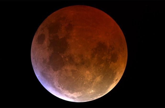 Venerdì 27 luglio eclissi totale di Luna all'Osservatorio del Righi